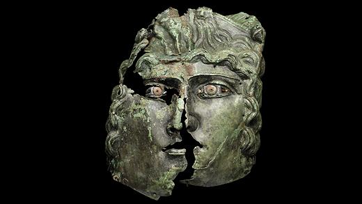 Romersk mask. Foto: Historiska museet.